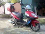 скутер ярко-красного цвета